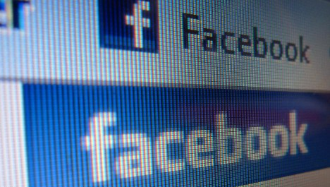 Italians spurn Facebook for personal contact