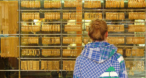 Italians cash in gold as crisis grips
