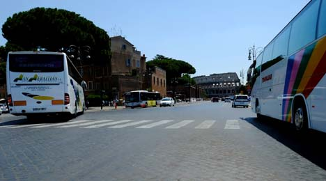 Rome diverts traffic to protect Colosseum