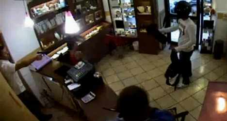 VIDEO: Jeweller saves shop from robbers' heist