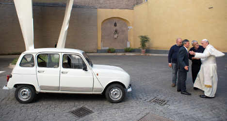Pontiff delighted as old car replaces popemobile