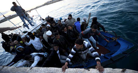 300 feared dead after refugee boat sinks