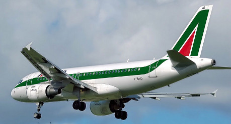 Alitalia in crunch talks to fend off bankruptcy