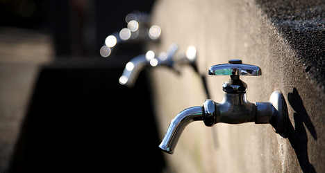 Water boss held hostage after tap turned off