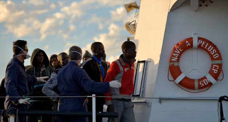 EU mulls Italy call to fight human traffickers