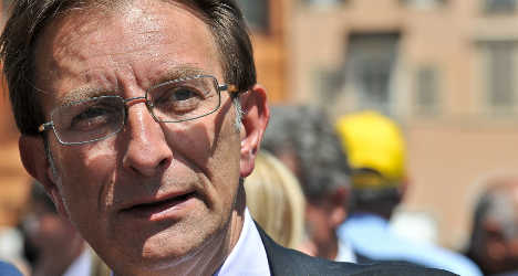 L'Aquila mayor returns to 'defend' the town