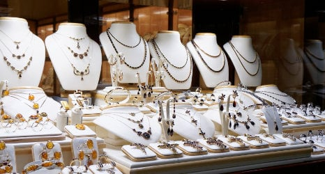 'French' family robs plush jewellery shop