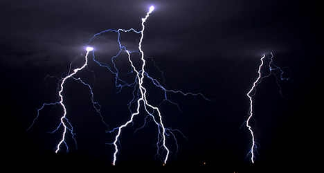 Man killed by lightning outside cemetery