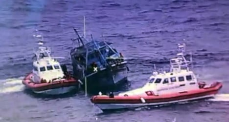 Three migrants drown trying to reach Italy