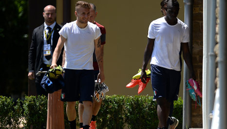 Italy fight for World Cup survival against Uruguay