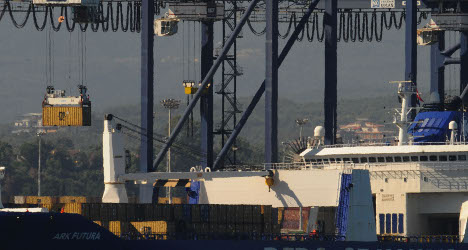 Syria weapons transfer begins at Italy port