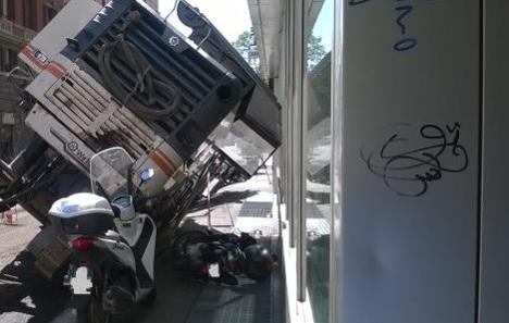 Truck falls into sinkhole in central Rome