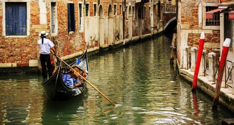 Outrage over 'peeing gondolier' in Venice