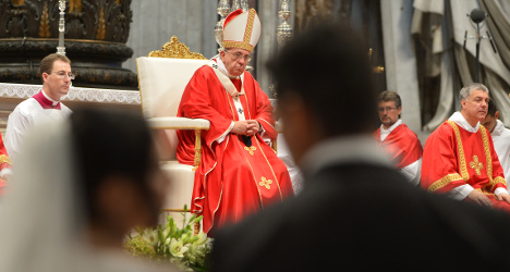Pope marries Italian couples who lived 'in sin'