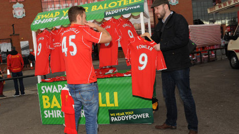 Disgruntled Liverpool fans ditch Balotelli shirts
