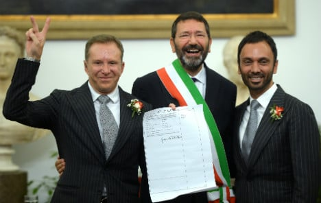 Mayor defies law to register 16 gay marriages