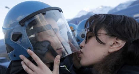 Italians face ban from kissing police officers
