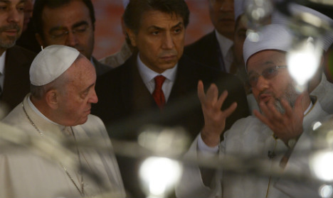 Pope visits Blue Mosque on Istanbul visit