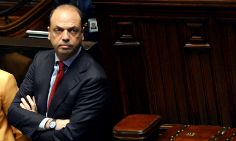 Rome mayor defiant over gay marriages