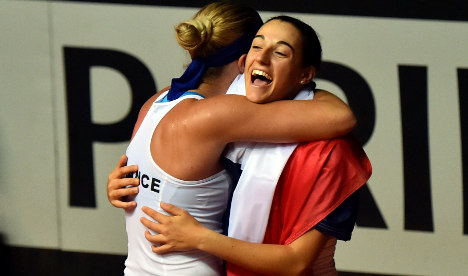 France shock Italy to reach Fed Cup semis