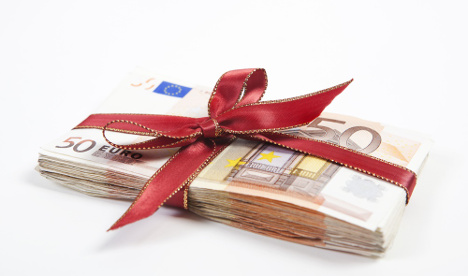 Man told to see shrink for giving couple €100,000