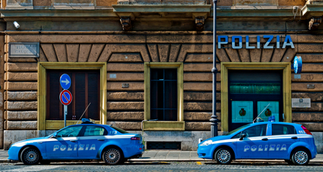 Italian police arrest 52 for armed robberies