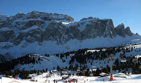 Skiers in cable car drama amid Italy storms