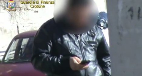 'Blind' claimant caught using smartphone