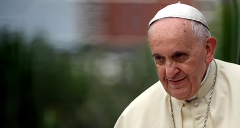 Pope Francis craves anonymity to eat pizza