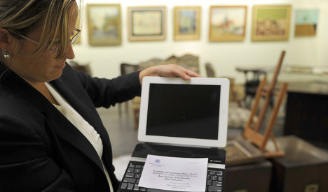 Pope's iPad fetches $30,500 at auction