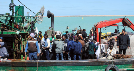 Up to 400 migrants die as boat capsizes