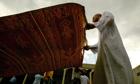 Turin: anger as Muslim rugs taken from city hall