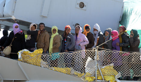 At least ten migrants die trying to reach Italy