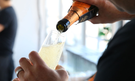 Prosecco knocks fizz out of champagne in UK