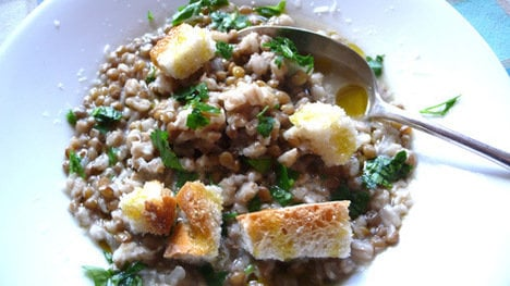 How to make Umbrian farro and lentil soup