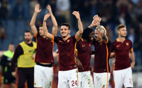 Fiorentina stay top as Roma dominate derby