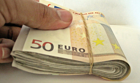Italian chauffeur finds €43k...and gives it back