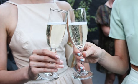 Italy's fizzy wine bursts champagne's bubble