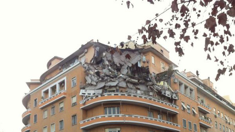 Lucky escape for residents as Rome building collapses