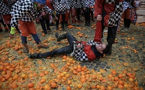 Seventy hurt by flying oranges in Italy's crazy fruit fight