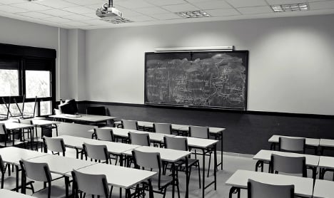 Italy teacher fired for peeing in a bush 11 years ago