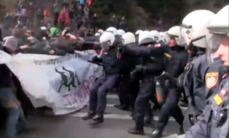 Clashes as Austria pledges to deploy soldiers to Italy border
