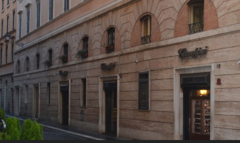One dead in explosion at popular Rome bar