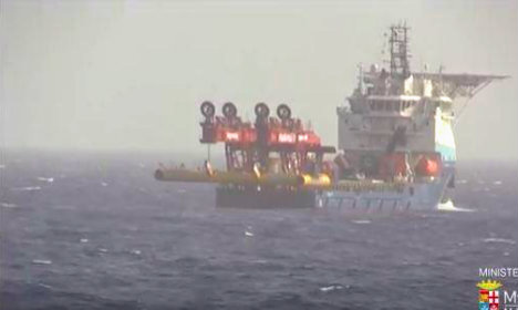 Two bodies found on migrant wreck, but 600 still on board