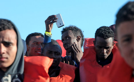 More than 800 migrants rescued off Sicily coast