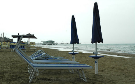 Venice beaches offer 'sun or your money back' deal