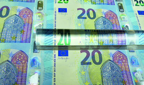 Italian counterfeiters 'crank out new €20 note' in Naples
