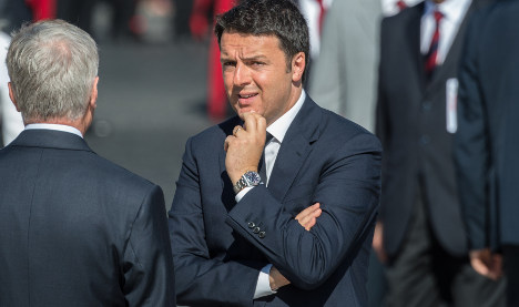 Renzi admits 'mistake' to bet leadership on crucial vote