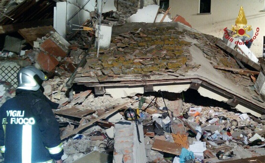 Tuscan house collapses after gas explosion, killing one