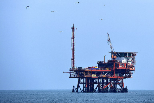 Eni sells a third of 'supergiant' field to Russia's Rosneft